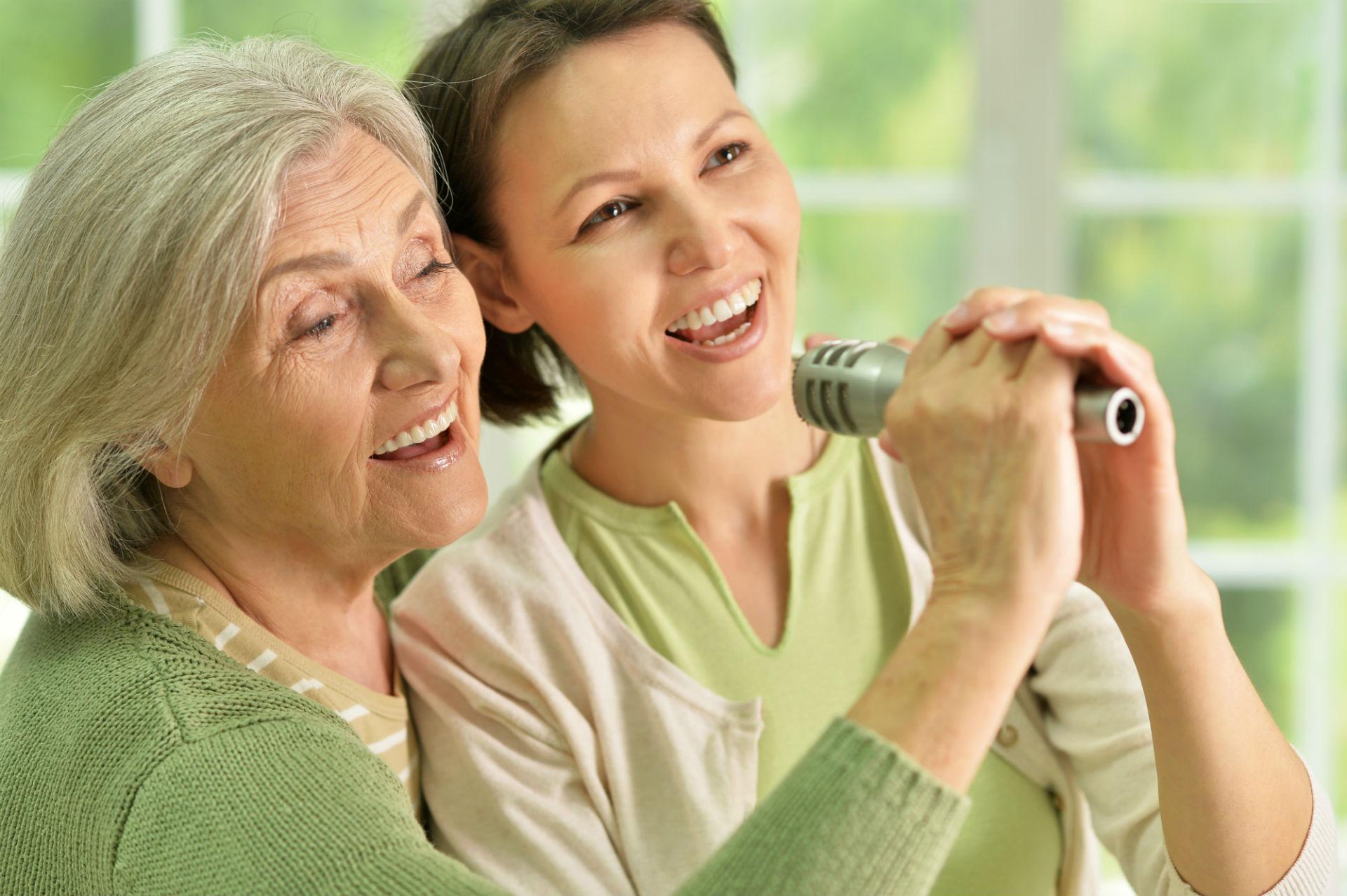 <strong>Senior Karaoke</strong>